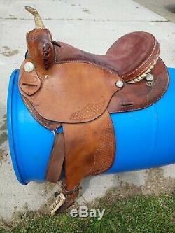 Dakota 16 Western Barrel Saddle round skirt