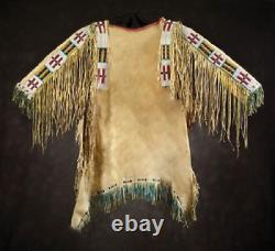 1800 Old Style Tan Buckskin Suede En Cuir Perlé Fringe Powwow Guerre Shirt Sx1143
