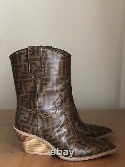 Superbe Auth Fendi Runway Zucca Monogram Leather Cowboy Boots Eu 38,5 Us 8,5