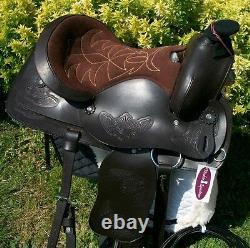 Western Saddle, Bridle, Navajo Blanket Et Cinches. Brun Foncé. Taille De La Caisse